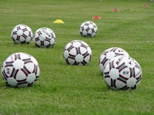 ballen op sportveld